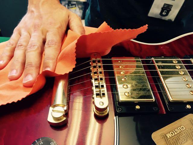 Come pulire la chitarra elettrica