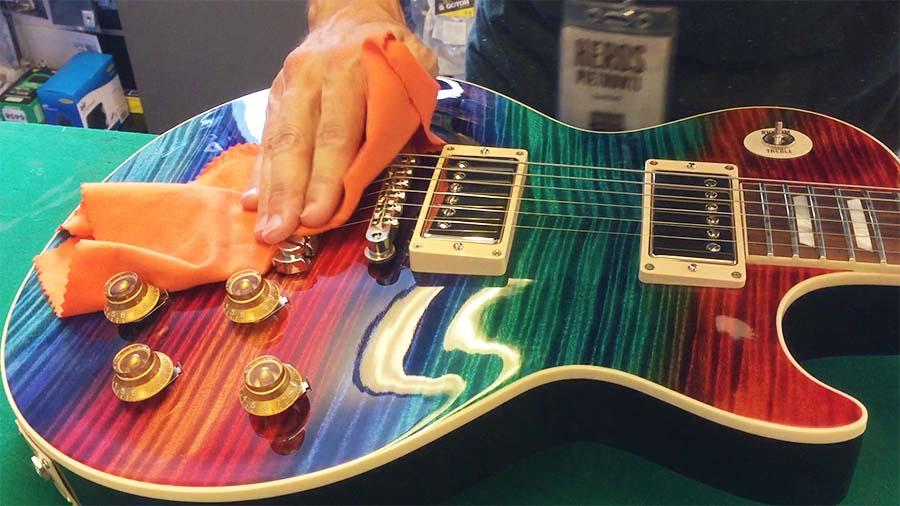 Come lucidare la chitarra elettrica